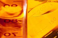 Fotografía de vasos de precipitado con líquido