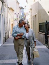 Fotografía de una pareja caminando