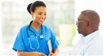 Una doctora saludando a su paciente