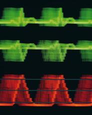 Fotografía de patrones de un electroencefalograma y un electrocardiograma