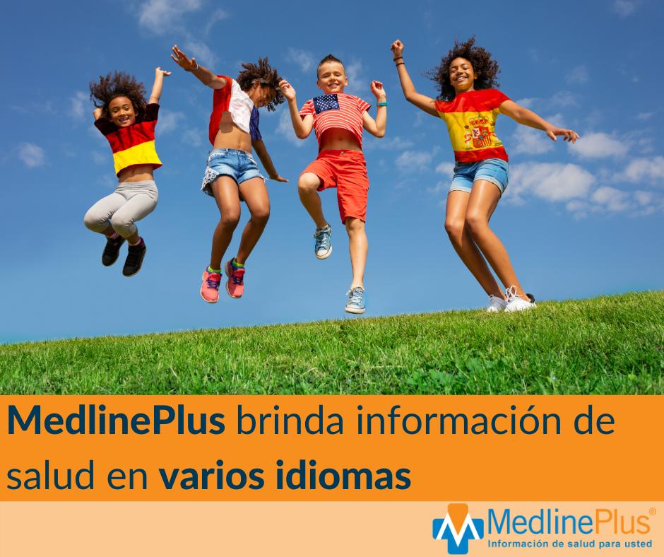 Niños saltan en una ladera con césped usando remeras con diferentes banderas nacionales. Logo de MedlinePlus.