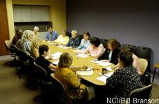 Fotografía de personas reunidas en una conferencia