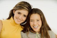 Fotografía de una madre con su hija adolescente