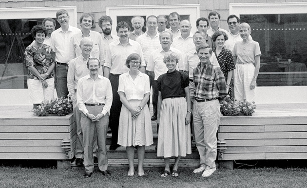 1989: Scientists meet at Cold Spring Harbor Laboratory in New York before the launch of the Human Genome Project. Francis Collins and James Watson are in the top row.