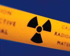 Fotografía de la señal de advertencia sobre sustancias radioactivas