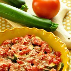 Calabacín al horno con salsa de tomate