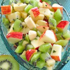 Ensalada de kiwi, plátano y manzana