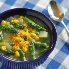 Sopa de verduras primaveral