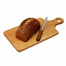 Fotografía de una hogaza de pan de trigo sobre una tabla de cortar